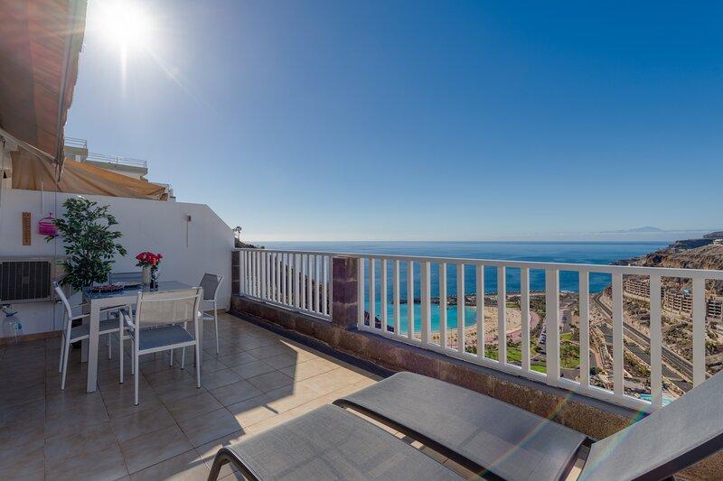 Apartamento en Amadores con Piscina Parking WIFI y terraza, holiday rental in Platero