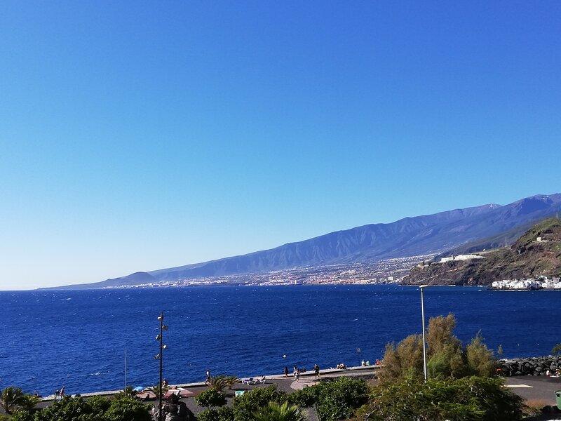 Apartamento Ubay Radazul, Tenerife Canarias. Primera línea Playa, location de vacances à Radazul