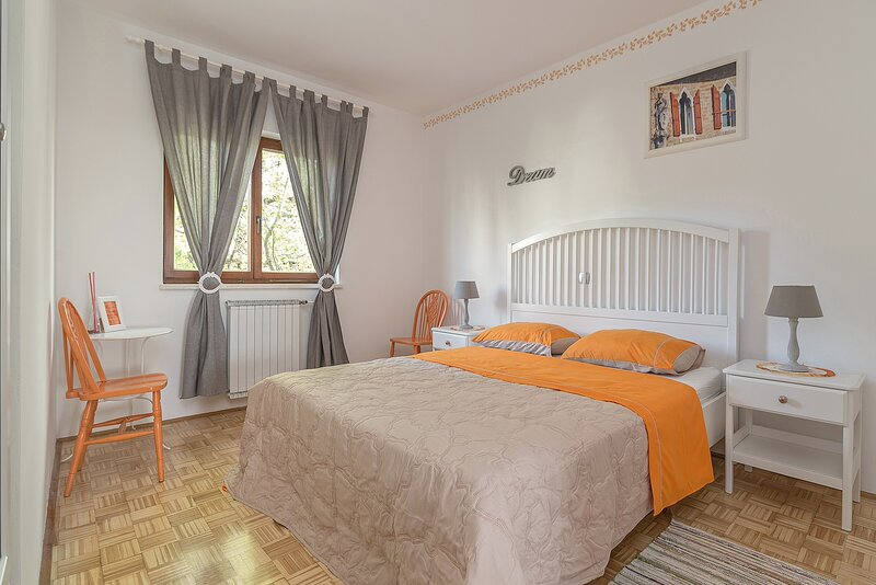 Private room Orange, holiday rental in Crni Kal
