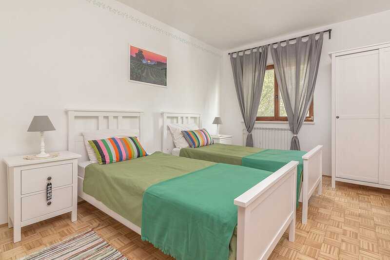 Private room Twin, holiday rental in Crni Kal