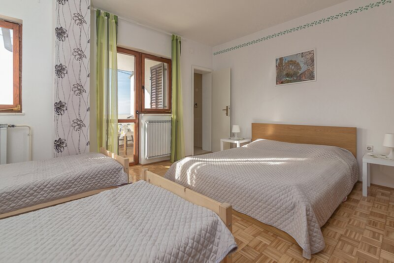 Quadruple private room, holiday rental in Crni Kal