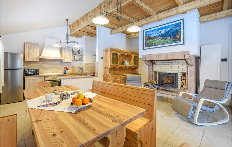 Beautiful home in Castello Tesino with WiFi and 3 Bedrooms (IDD357), holiday rental in Tonadico