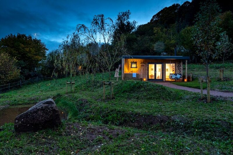 The Roost Luxury Log Cabins with private outside soaktubs, logburners & firepits, casa vacanza a Forest of Dean
