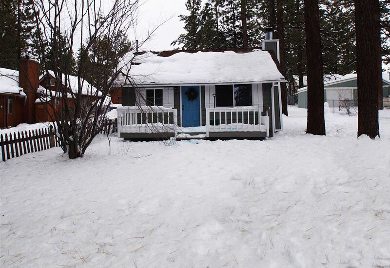 Snow covered Big Bear Cool Cabins, Knotty Knight front