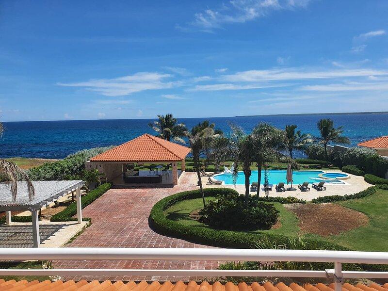 Villa exclusiva frente al mar, playa privada, aluguéis de temporada em Cumayasa