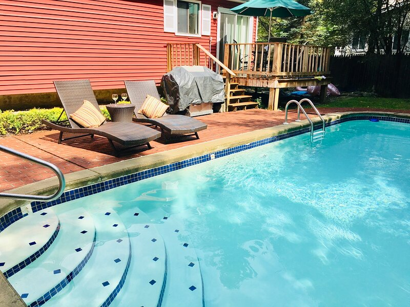 Weekly special!Your Own Heated Pool This Summer w/ Fenced  Yard Outdoor Games, holiday rental in Tobyhanna