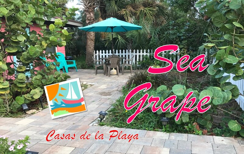 Sea Grape at Casas de la Playa Central - Downtown!, alquiler de vacaciones en Flagler Beach