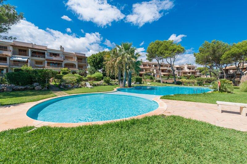 Apartamento JARDIN REY COLAU en primera linea del mar, a 100m de la playa, holiday rental in Cala Marcal