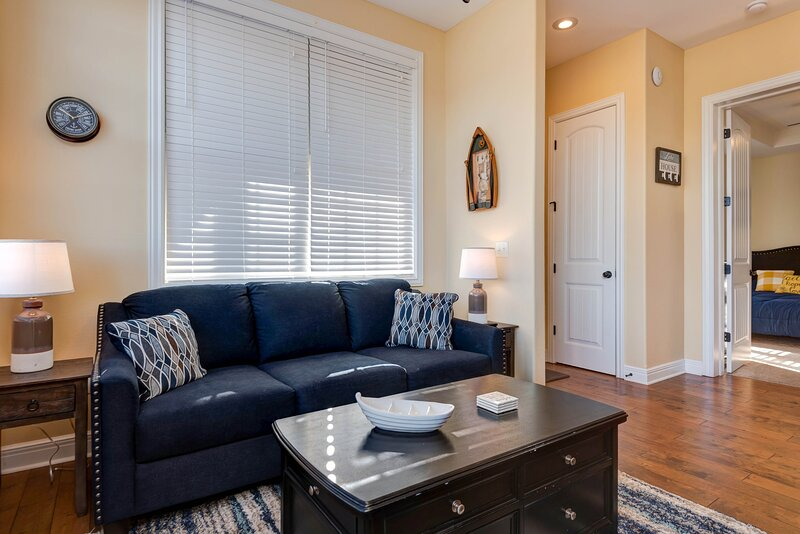 Luxury Studio Pets OK, steps away from Indoor Pool, vacation rental in Indian Point