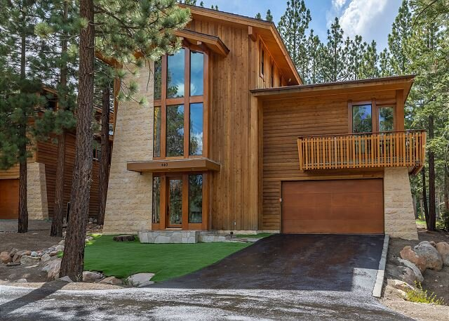 Deluxe 5000 sq ft House, Private Jacuzzi and Movie Theater, holiday rental in Mammoth Lakes