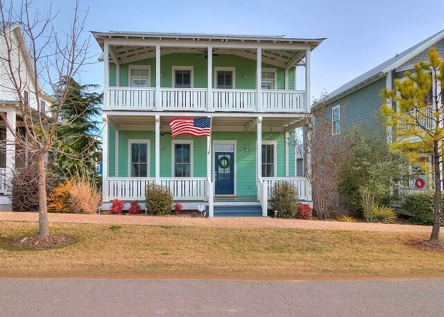 Spacious cottage in Carlton Landing with second story view of Lake Eufaula!, vacation rental in Eufaula