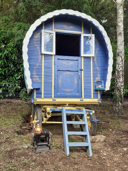 Genuine Roulette/Bow Top Wagon Belle-Isle-en-Terre, holiday rental in Bourbriac