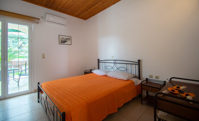 Family Private Homes & Sea View 1, holiday rental in Lithakia