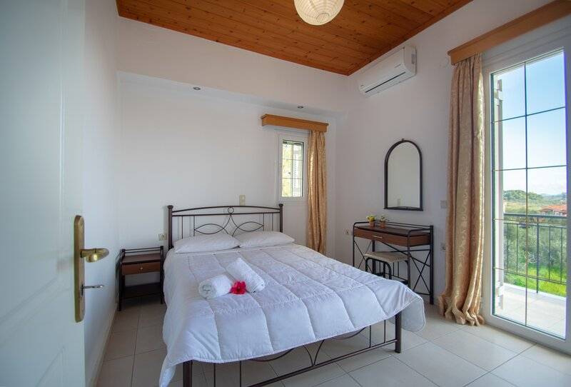 Family Private Homes & Sea View 2, holiday rental in Lithakia