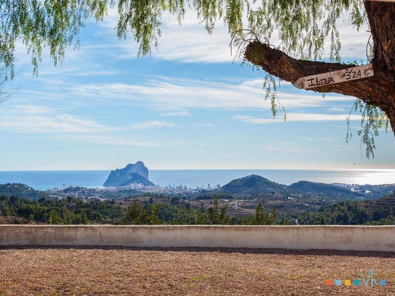 CASA MAMET - Preciosa villa con capacidad para 10 personas con piscina privada y, holiday rental in Canor