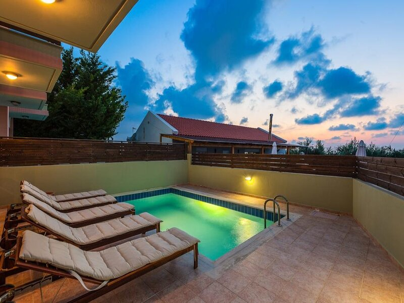 Three Bedroom Villa With Private Pool, holiday rental in Mesi