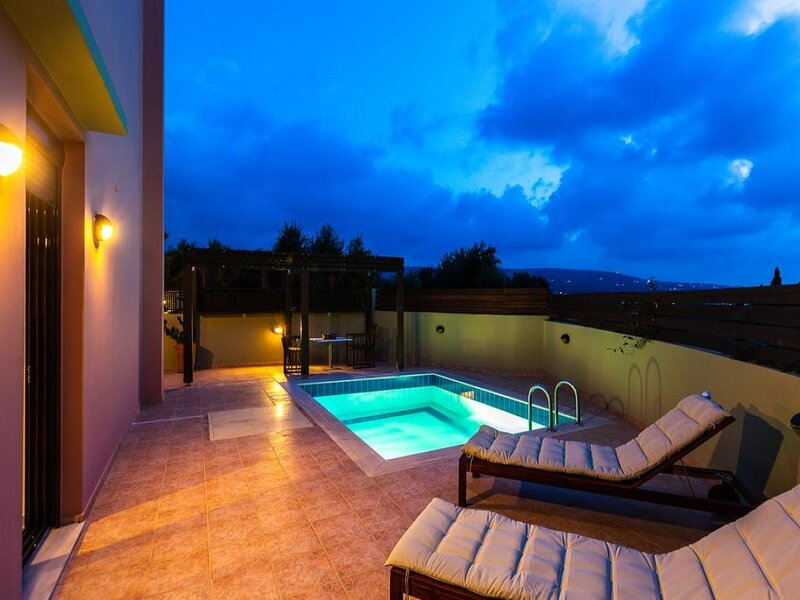 Suite With Private Pool, holiday rental in Mesi