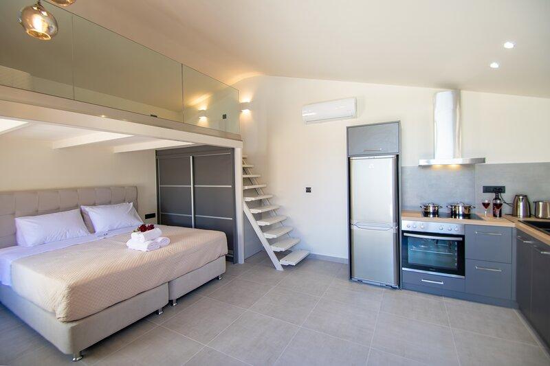Manthos Beachfront Luxury suite, location de vacances à Porto Koukla