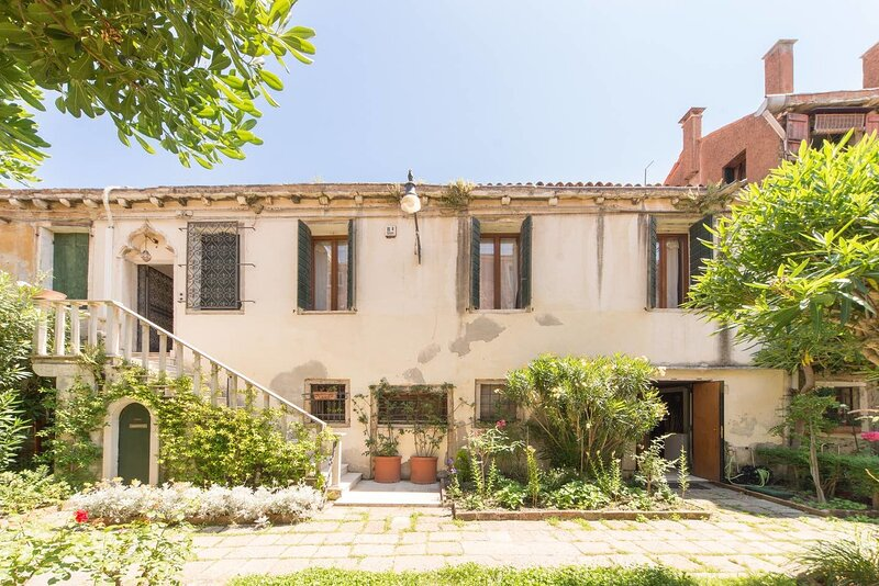 Amazing apartment with terrace, holiday rental in Giudecca