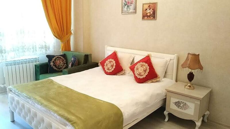 MODERN apt. in DOWNTOWN with a LIFT/FREE* TRANSFER, vakantiewoning in Bakoe