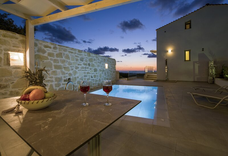 Complex of two maisonettes with private pools, holiday rental in Falassarna