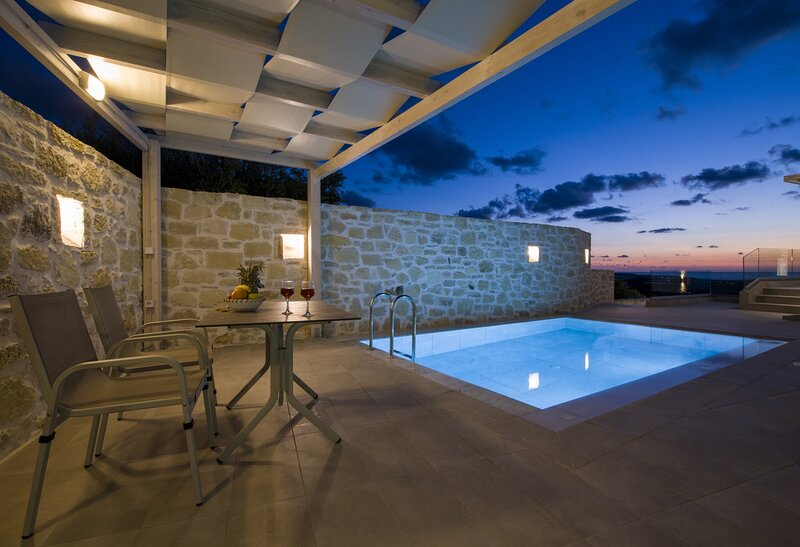 Maisonette Petra,close to the beach & private pool, holiday rental in Falassarna