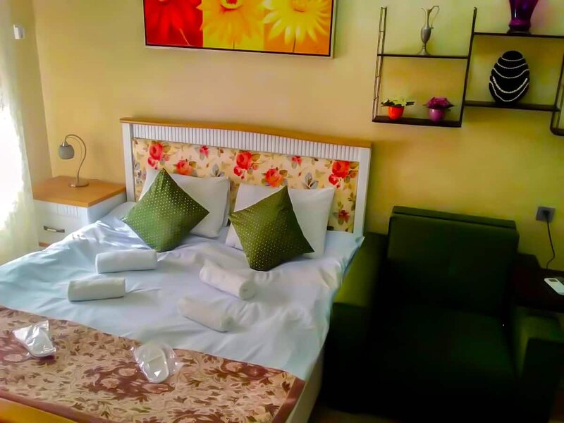 ROMANTIC flat in the CENTER with a LIFT/FREE* TRANSFER, holiday rental in Daghlig Shirvan Region