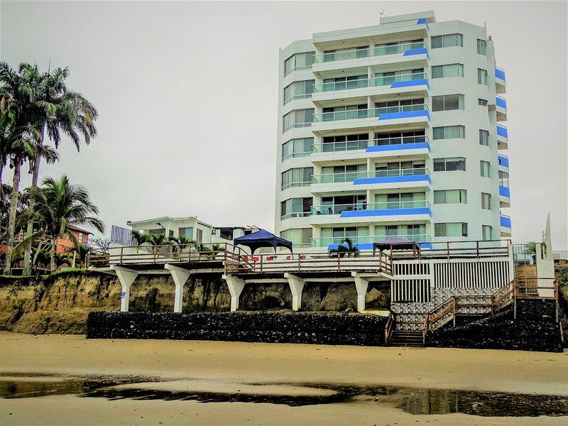 Playa Tonsupa, Apartamento frente al mar, Edificio Mirasol. Exclusivo, aluguéis de temporada em Província de Esmeraldas