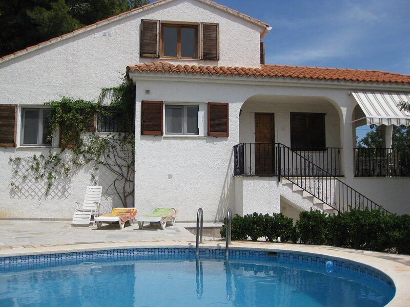 Villa con jardín y piscina privada, vacation rental in Alcossebre