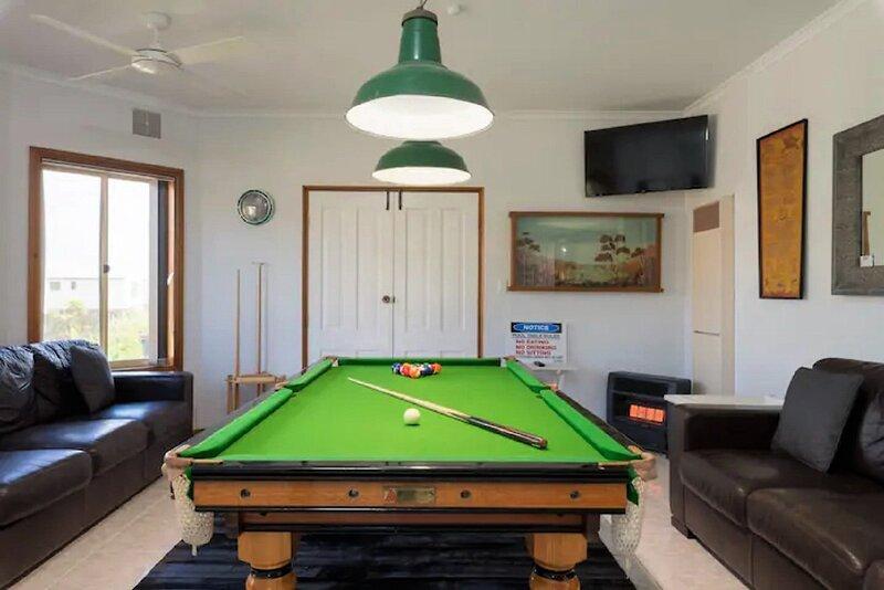 Moana 'Eight-Ball' Holiday + Pet-Friendly +  WiFi + Hot Tub, vacation rental in Maslin Beach