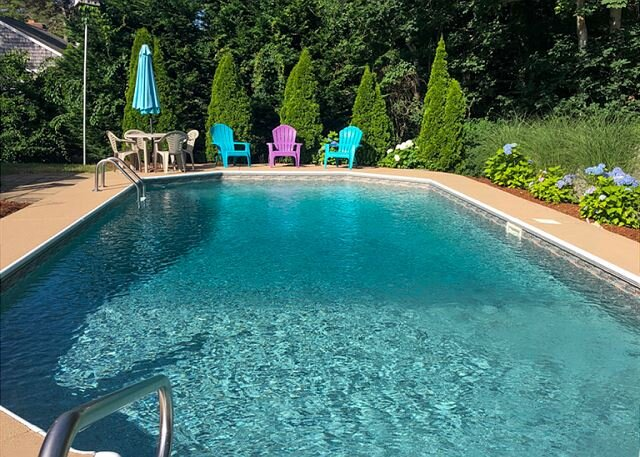 Three bedroom home sleeping 9 with private swimming pool, vacation rental in South Dennis