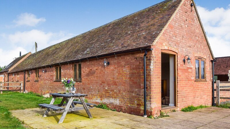 Cider House - A spacious barn conversion with log burner, perfect families, and, holiday rental in Coughton