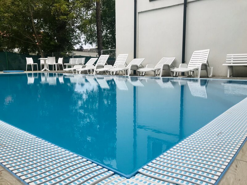 New Modern Apartment by Lake Balaton with Pool and Private Garden, alquiler vacacional en Somogy County