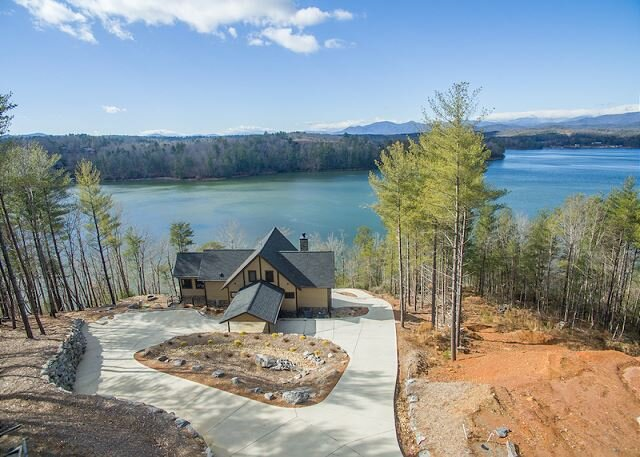 Lake James Lookout | Lakefront Views, Fire pit, Hot Tub, and Private Dock!, Ferienwohnung in Morganton