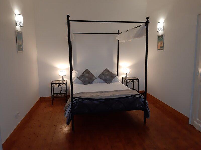 La Boutonne - Les Volets Verts Aulnay Chambre d'hote, holiday rental in Saint Pierre de Juillers