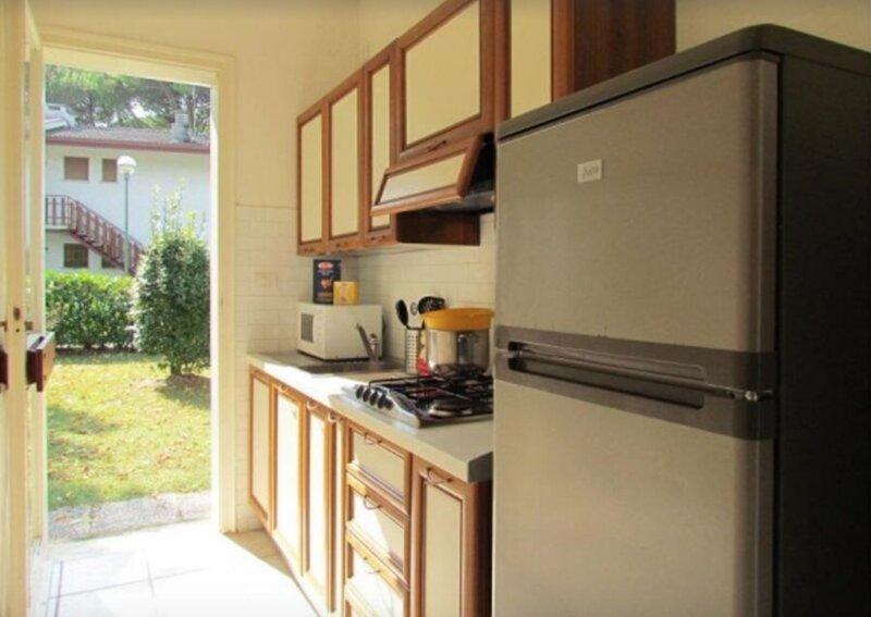 Lovely villa house with garden in Bibione Pineda, vacation rental in Teglio Veneto
