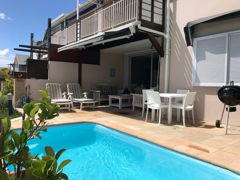 Peter's Place ♥ Private Pool On The Water's Edge | WIFI | DSTV, holiday rental in Brenton-on-Sea