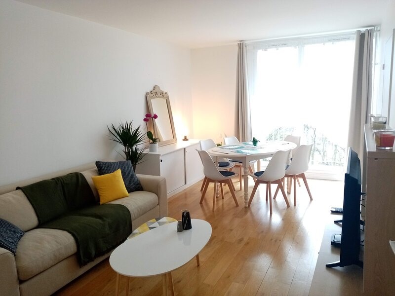 *Appartement F3 70m2 - Parking privé, Balcon, vacation rental in Ronquerolles