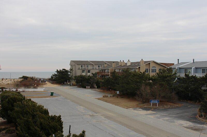 Ocean-block townhome in Dewey Beach, featuring a rooftop deck with ocean views!, alquiler de vacaciones en Dewey Beach