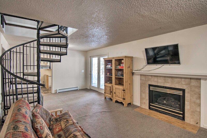 NEW! Fairplay Getaway w/ Game Room & Mtn-View Deck, vacation rental in Hartsel