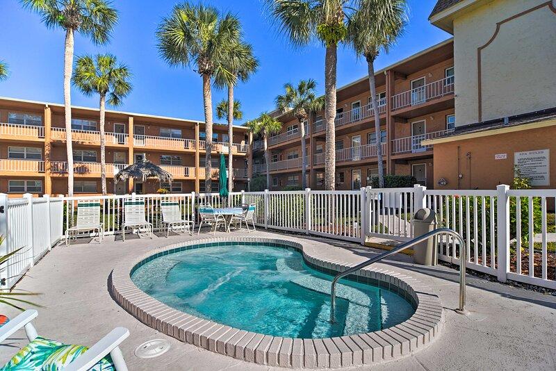 NEW! Sunny Largo Escape w/ Resort Amenity Access! – semesterbostad i Largo