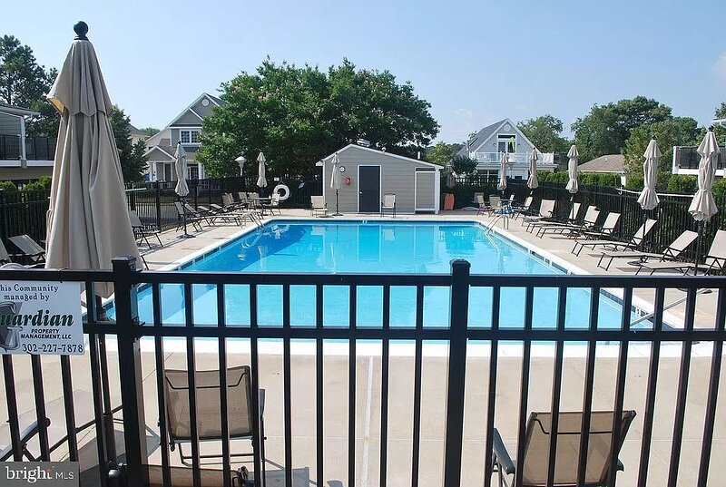 Pet friendly town home, located in the center of Rehoboth with community pool!, alquiler de vacaciones en Rehoboth Beach