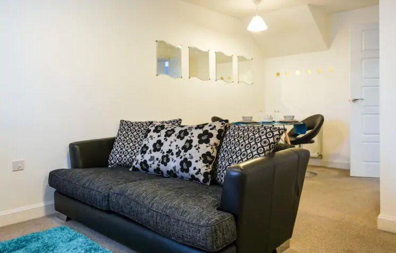 Peregrine Suite 1 Bedroom Apartment Leaming Spa, holiday rental in Lighthorne