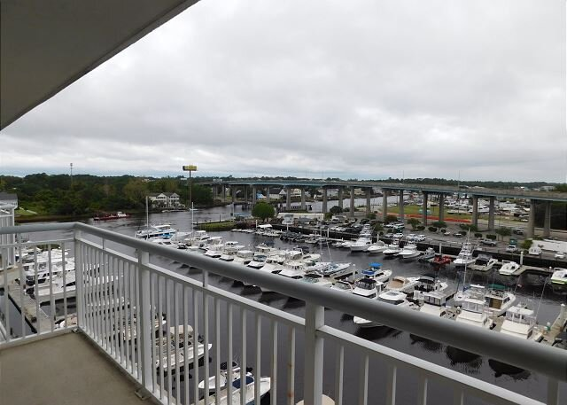 Waterway Location in NMB! Right on the Marina! Great for Fishing!, alquiler vacacional en Longs