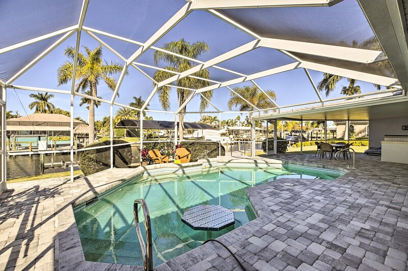 NEW! Canalfront Cape Coral Home with Dock & BBQ!, location de vacances à Iona