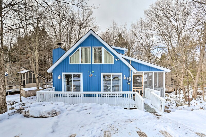 NEW! Charming Lake Ariel Cabin w/ Resort Amenities, location de vacances à Hamlin