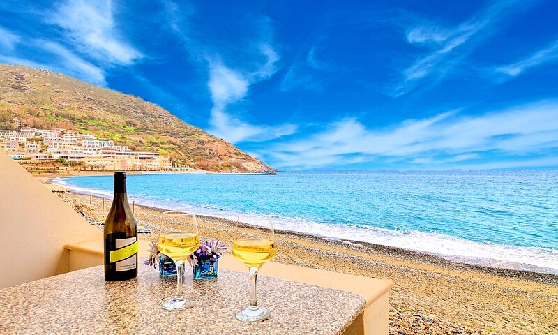Fodele Beachfront Apartment, vacation rental in Fodhele