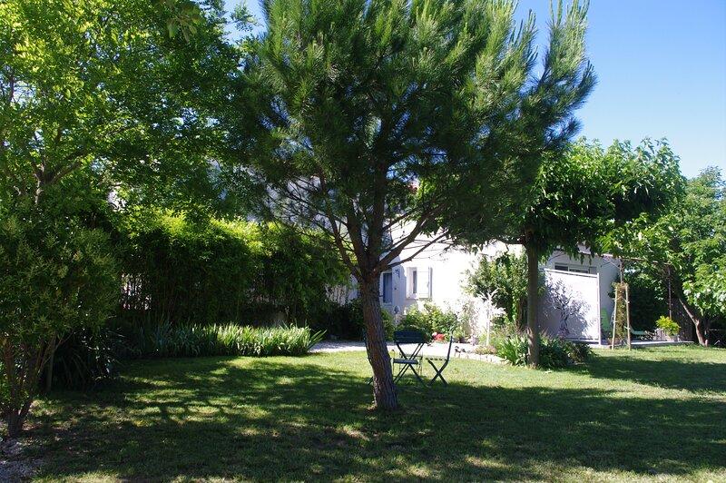 Gîte de Charme - SPA - Vue sur le Ventoux, holiday rental in Mazan