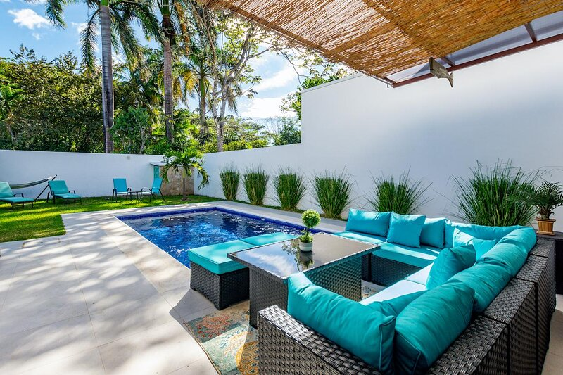 Brand-New 3-Bedroom with Pool Near Beach, casa vacanza a Playa Potrero