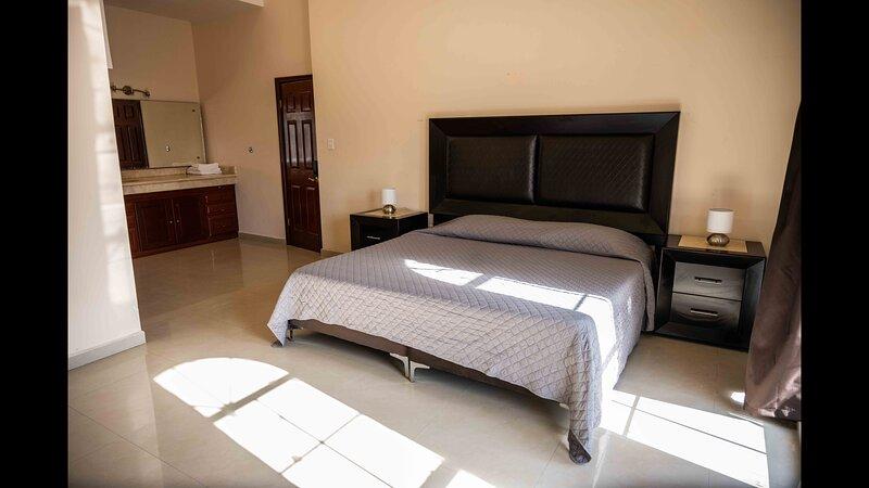 19 Suite comoda para 2 personas, holiday rental in Torreon